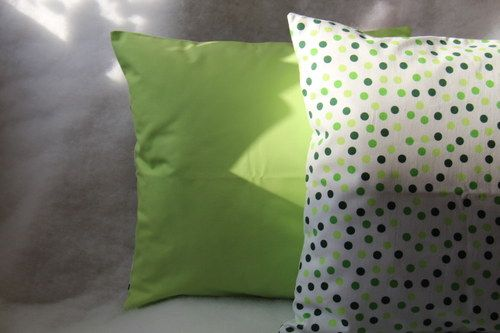 Jarně zelenkavý.  Originální dekorativní bavlněné povlaky na polštáře, šité z kvalitní designované 100% bavlny vyšší gramáže, k zútulnění vašeho domova.