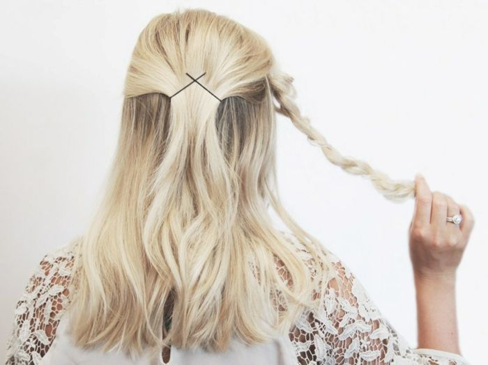 semirecogidos, pasos para hacer semirecogido fácil con trenza, mujer con medio pelo recogido haciendo trenza