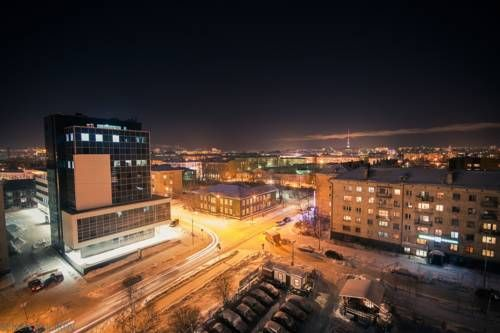 Apartment On Lyzhnoy Petrozavodsk Apartment On Lyzhnoy offers accommodation in Petrozavodsk. Free WiFi is offered throughout the property.  The kitchen comes with an oven, a microwave and a fridge, as well as a kettle. A flat-screen TV with cable channels is featured.