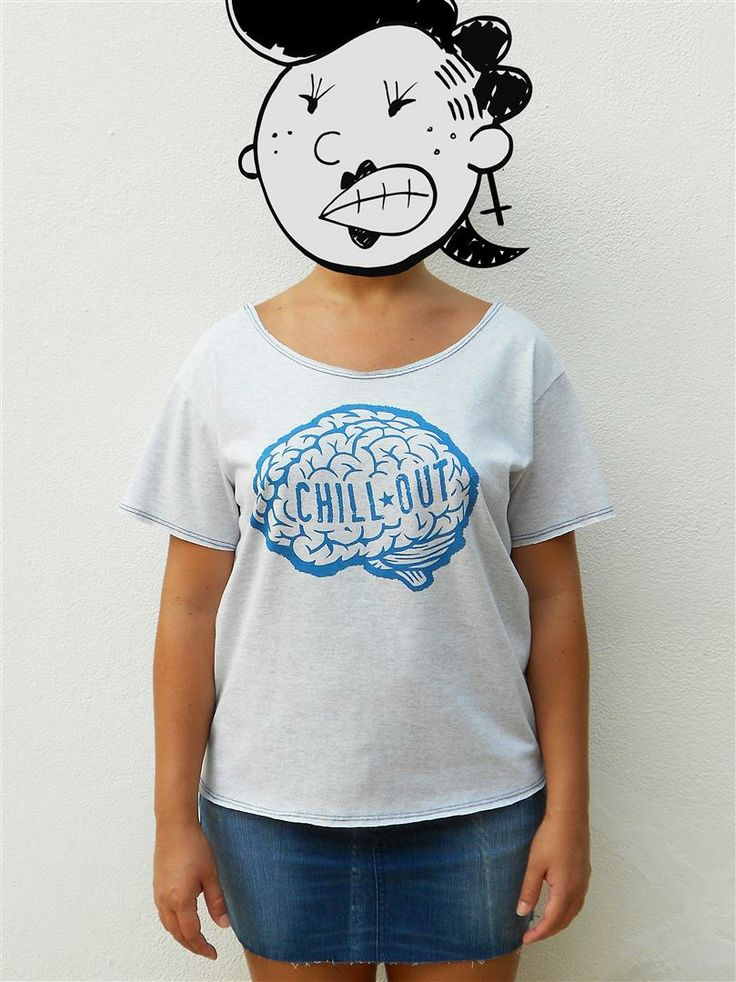 http://www.agentestampa.iluria.com  -Estampa 'CHILL OUT' -Camiseta feminina -Tamanho ÚNICO -Modelagem 't-shirt básica' -Decote careca -Composição do tecido: 50% poliéster 50% algodão -Aparência do tecido: mesclado