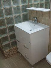 renovare baie la bloc (cabina dus caramizi sticla,mozaic ) DETALII PE : https://rafaelmihalcea.wordpress.com/2015/04/27/renovare-baie-la-bloc-cabina-dus-caramizi-sticla/