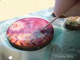Tuto pour résiner des pièces fimo (how to glaze with resin)