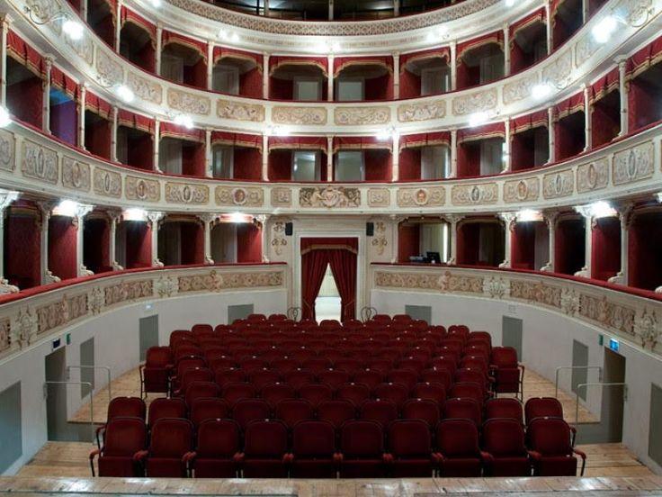 """Il Teatro Comunale """"G. Verdi"""" di Fiorenzuola d'Arda (Piacenza) e Sciara Progetti Teatro presentano il concorso dedicato ai corti teatrali. Per partecipare c'è tempo fino al 18 novembre, l'iscrizione è gratuita."""