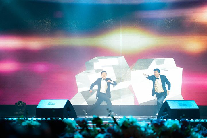"""The opening stage of the 2013 Cass Point Awards organized by MBC SPORTS +. It is a performance that is a group of the best locking dancer """" Khan & Moon """" video that has created a baseball theme to match the choreography of have been directed to interactive"""
