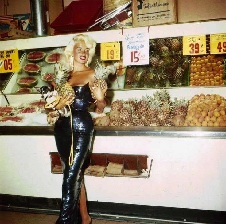 Jayne Mansfield at the Supermarket | Mimi Berlin.....Just buying some pineapples.