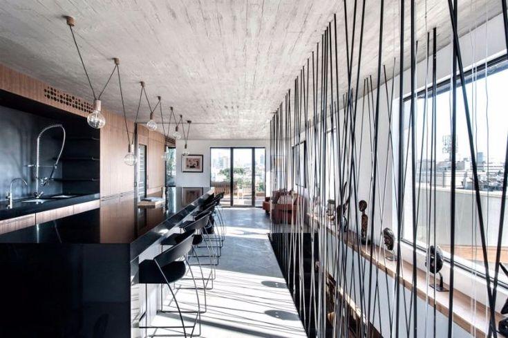 Béton Ciré Au Sol Et Cloisons Ajourées- Duplex Design À Tel Aviv
