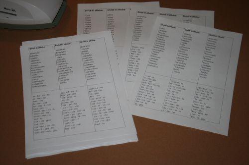 DIVISIONE IN SILLABE – vari casi - schede x foglio o schedario -con autocorrezione.
