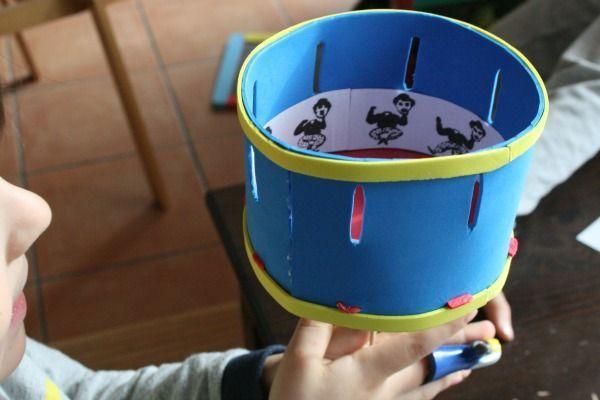 Jugamos con la óptica y con la luz, construyendo un Juguete Óptico: el zoótropo, precursor de las películas de animación