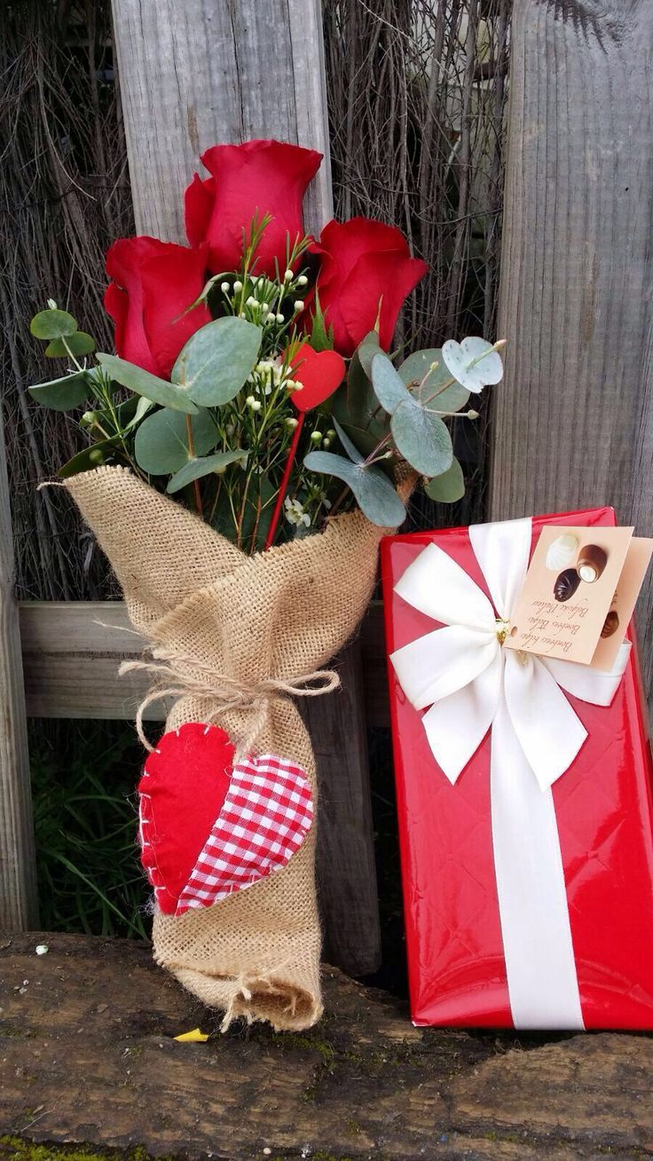 Pequeño ramo de rosas rojas para san Valentín || Andaluflor