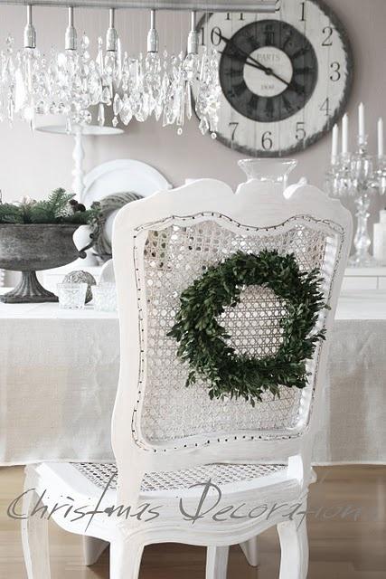 white Christmas setting: Christmas Dinners, Christmas Wreaths, Vintage Christmas, Christmas Decor Ideas, Christmas Holidays, Chairs, White Christmas, Christmas Ideas, Whitechristma