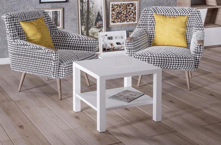 Ławy Cristo 55x55 posiadają praktyczną, drewnianą półkę, a duża rozpiętość kolorów zapewnia odpowiednie dobranie stolika do stylu naszego wnętrza.