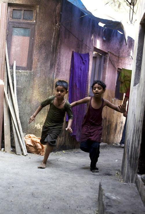 Slumdog Millionaire (2008) by Danny Boyle with Dev Patel, Freida Pinto...