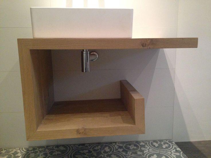 deHoutshop levert unieke houten badkamermeubels die bestand zijn tegen het gebruik in een natte ruimte. De meubels kunnen behandeld worden met een Nano coating. Zo blijft het hout zijn natuurlijk kleur behouden en wordt het meubel vocht- en vuilafstotend.