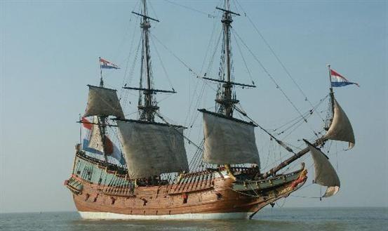 De #Bataviawerf is een scheepswerf met bijzondere ambities: er worden schepen uit de Gouden Eeuw gereconstrueerd die belangrijk zijn geweest in onze maritieme geschiedenis. Meer informatie: http://www.bataviawerf.nl/wie-zijn-wij.html