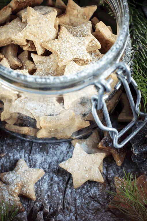 Hum les cookies de Noël en étoile.