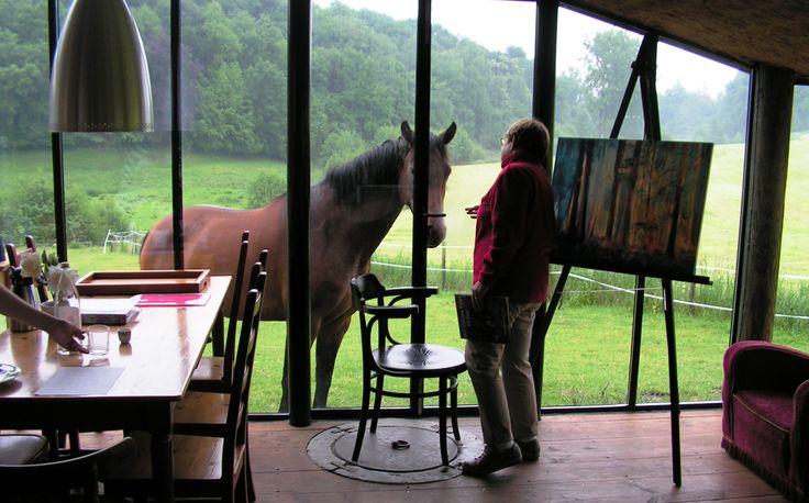 He...ik zie kunstschilders in het atelier...!