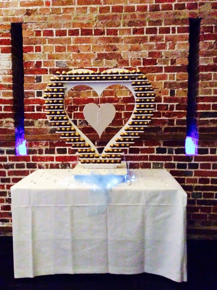 Amazing Ferrero Rocher Heart came to our photo shoot yesterday @explosionmuseum. Thank you Sharon @bridesofafeather for all the decorations.