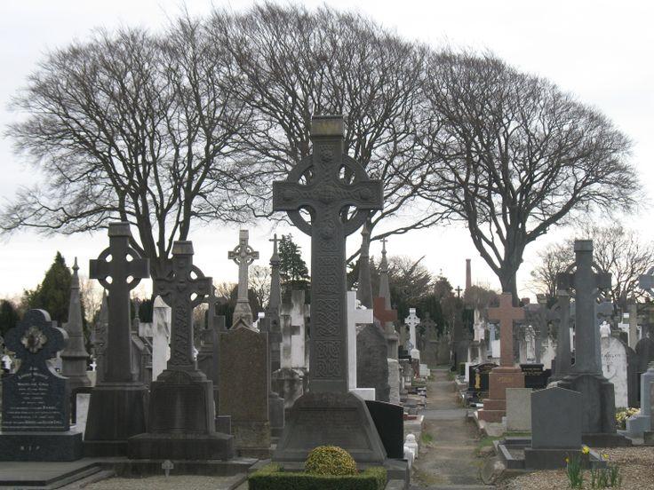 Op Prospect en Glasnevin Cemetery liggen grote Ierse personen uit de 19e, 20e en 21e eeuw: O'Connell, Parnell (vrijheidsstrijders) en Eamon de Valera (vrijheidsstrijder, later minister-president en zelfs president), maar ook Dublinners die van grote betekenis waren op het gebied van politiek, kunst of literatuur. Patrick Pearse en andere leiders van de Paasopstand in 1916 liggen niet hier. Zij zijn na de executie in Kilmainham Gaol op het kerkhof bij Arbour Hill Prison begraven.