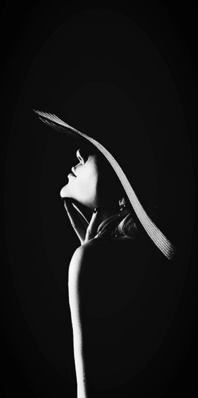 Low key photography | Black and white shadow image of a girl with a hat in profile