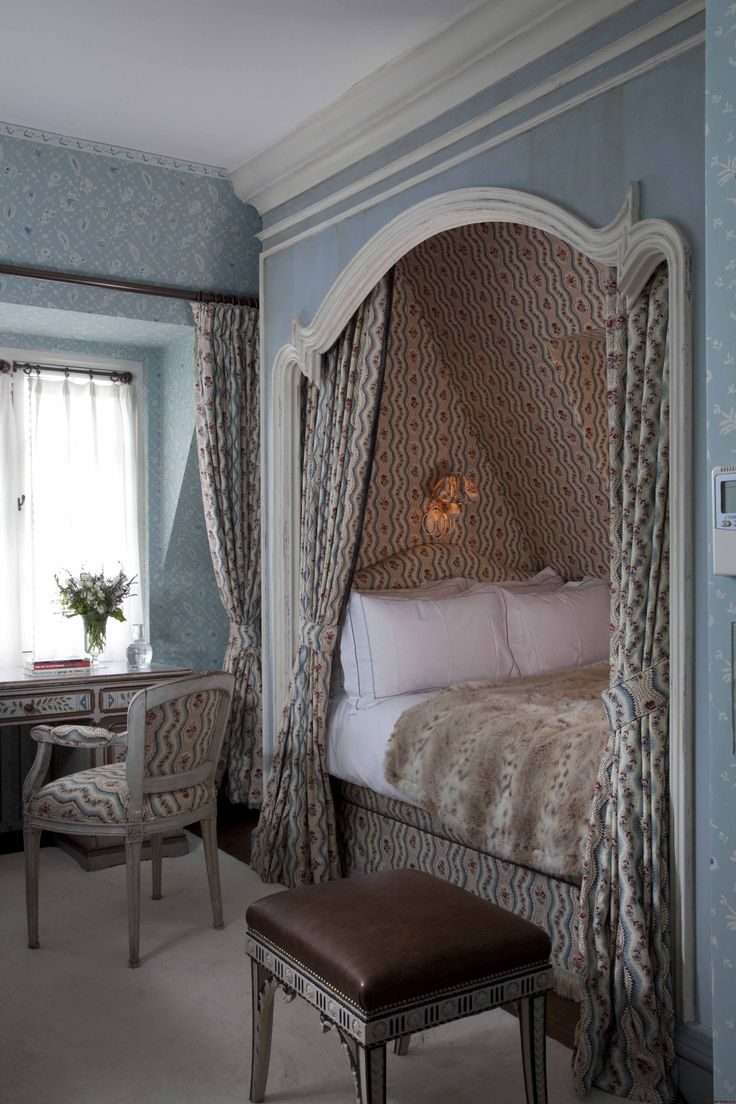 Guest bedroom in a London home by  Nicky Haslam Design