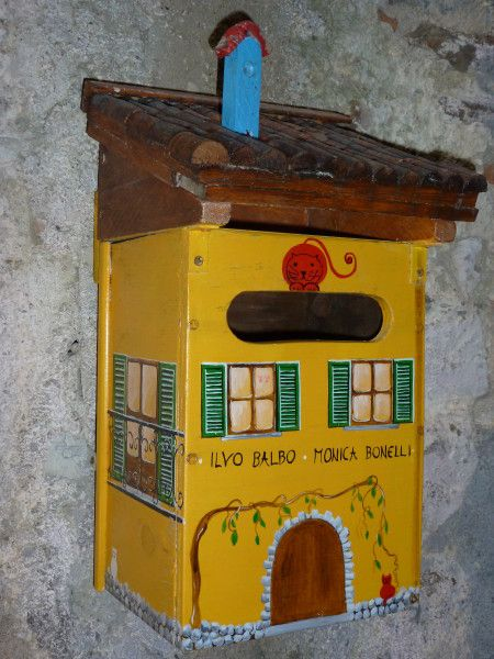 boite aux lettres en Ligurie -Italie- trouvée sur le scrap d'Elisa.