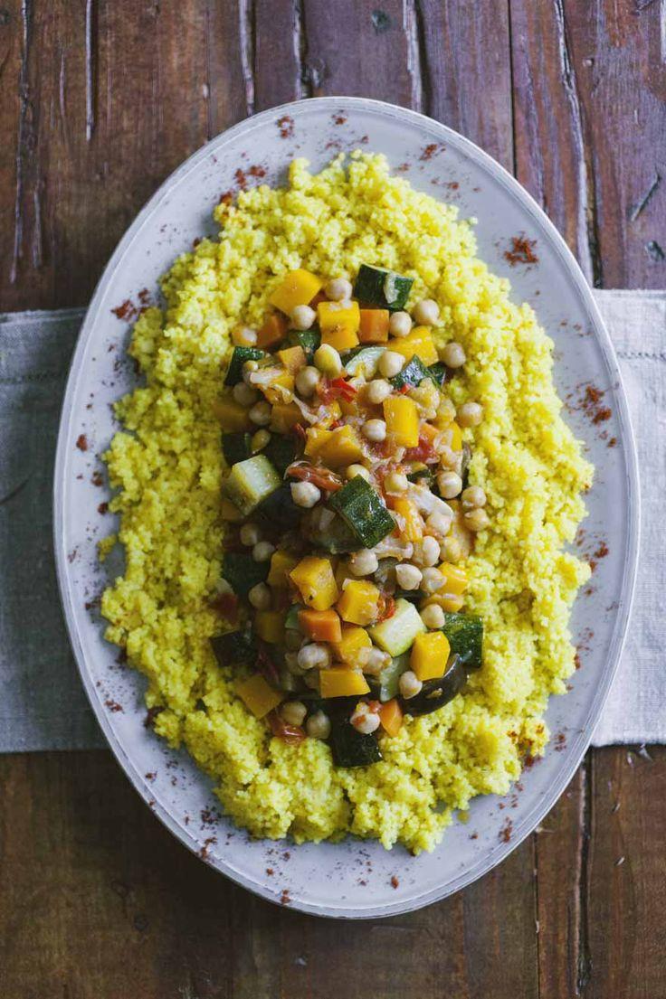 Sapori medio-orientali sapientemente combinati per un tripudio di gusto: ecco il couscous di verdure, un trionfo di bontà e colore. Ecco la mia ricetta!