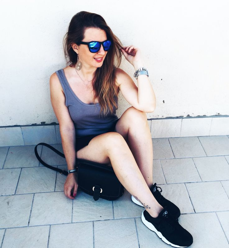 Hawkers Sunglasses, top American Vintage, Bag MK, shoes Nike Huarache