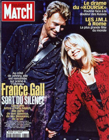 De ses débuts fulgurants à sa dernière tournée avec les Vieilles Canailles, Johnny Hallyday a toujours fait la Une de Paris Match.