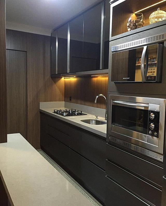 Agora uma cozinha linda, projeto das arquitetas Daniela Viana e Lilian Maravai…
