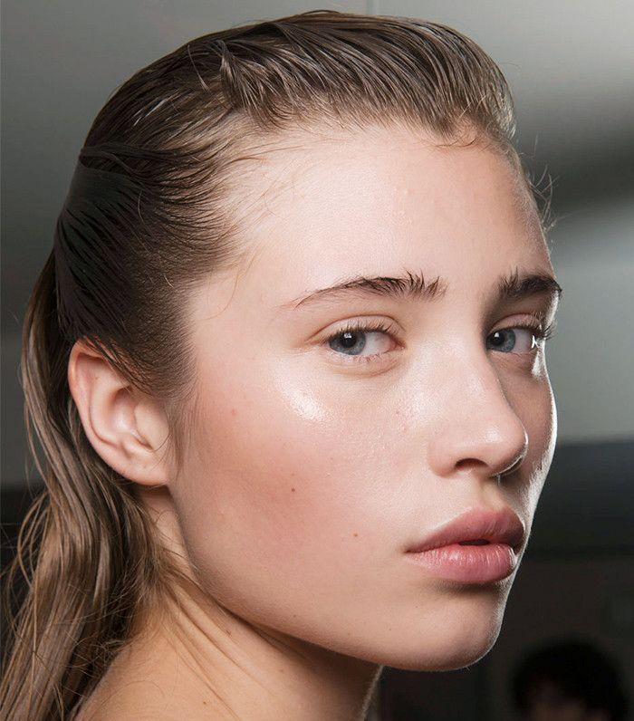 The Best No-Makeup Makeup Looks From Paris Fashion Week via @ByrdieBeautyUK