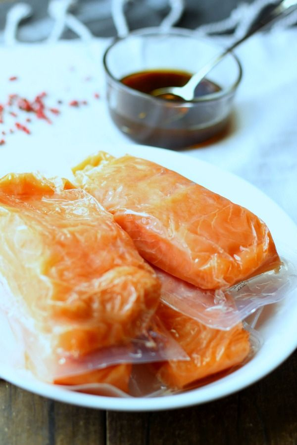 This easy sesame teriyaki salmon in foil is a great 30-minute meal for a busy week night. gardeninthekitchen.com