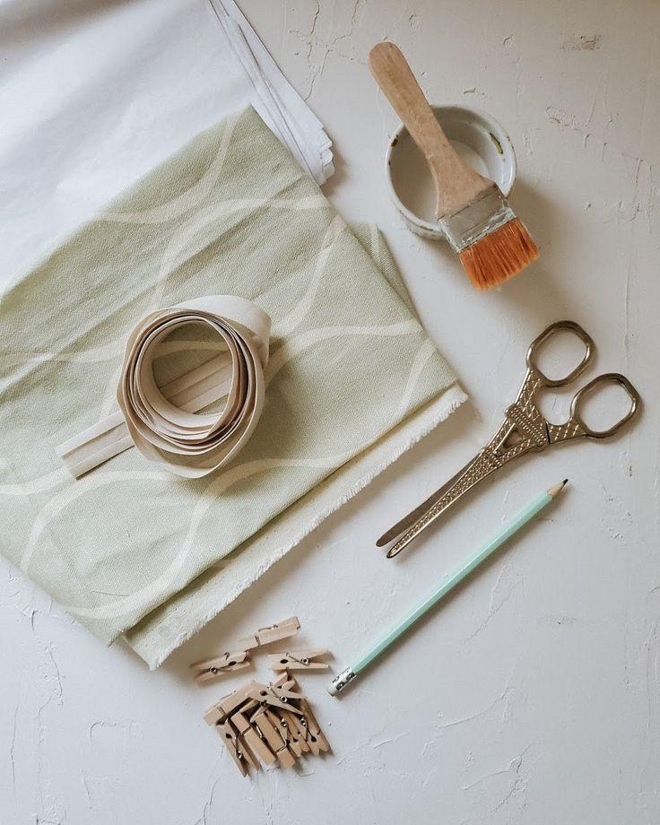 Nueva vida para una pantalla - DIY / Vero Palazzo - Home Deco Napkin Rings, Diy, Personalized Items, Palazzo, Home Decor, Molde, Creative Crafts, Recover Lamp Shades, Painted Light Fixtures