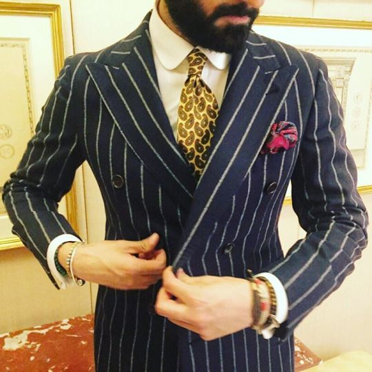 Serà fine silk - Details of style: clark stripes double breasted blazer, vintage tie and @serafinesil Cherry Amarone pocket square. Great work mr @giorgiogiangiulio.