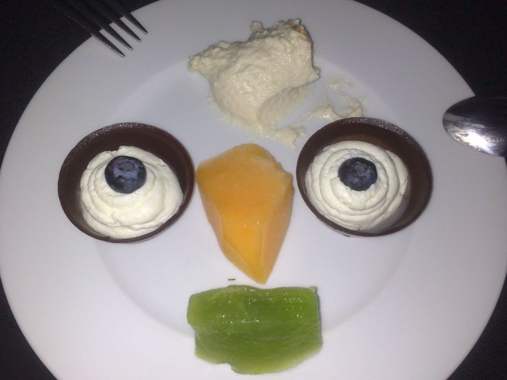 dessert with a face / choco & cream & fruits