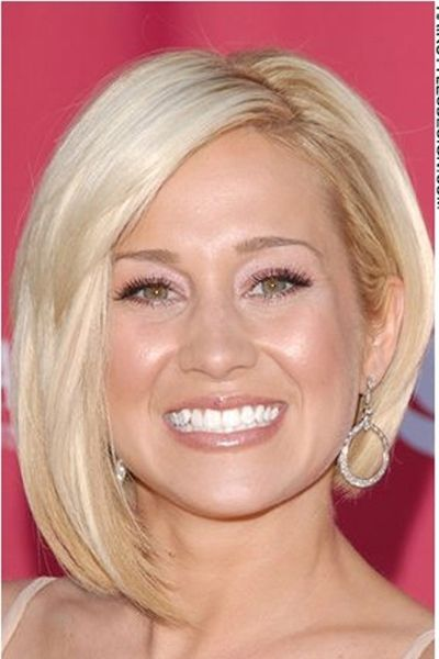 I think this asymmetrical bob is one of Kellie Pickler's best looks. I'm going to be pinning a couple of views of it.