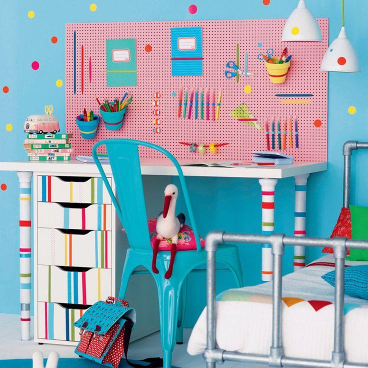 Une chambre d'enfant ludique et colorée