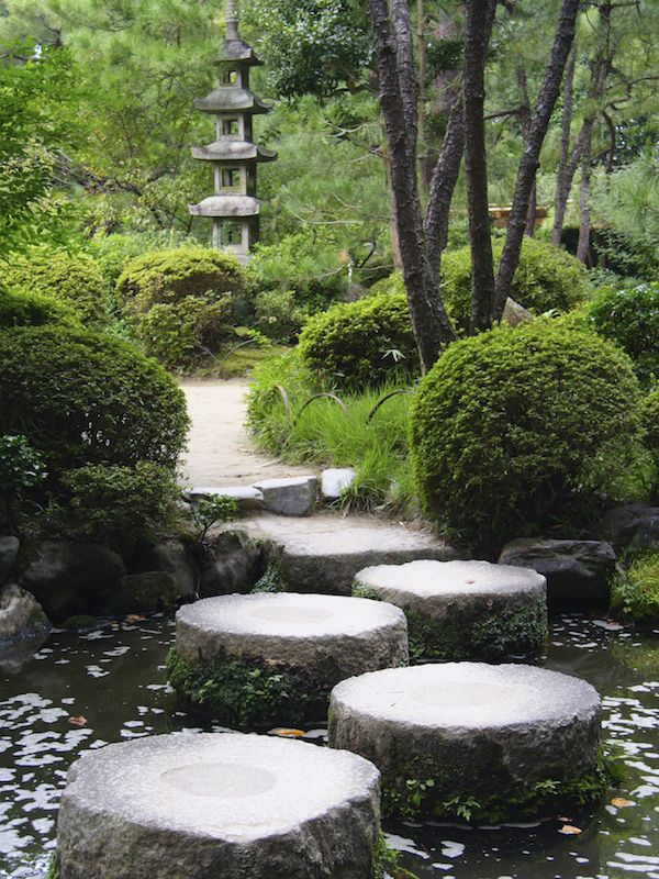 The structure seen here is a quintessentially Japanese design. It instantly brings forth Japanese influence to your garden. The nice use of space also lets the design breathe in the environment.