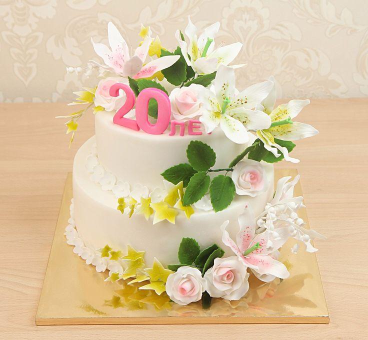 Заказать торт, который бы соответствовал красотой торжеству непростая задача. Мы представляем Вам наш праздничный торт. Он состоит из двух круглых ярусов кремового цвета, украшенных нежнейшими лилиями и розами. Дополняют цветовую гамму торта и придают ему естественность зелёные и желтые листики. Вы можете заказать исполнение торта в любой цветовой гамме, исходя из личных предпочтений или символичного значения цветов. В любом исполнении такой торт останется нежным и романтичным изделием…