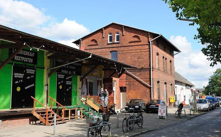 7102 Historischer Bahnhof in HH-Rahlstedt. Gebäude der Güterabfertigung mit Lagerhalle und Rampe zur Abfertigung von Stückgut. | Flickr - Photo Sharing!