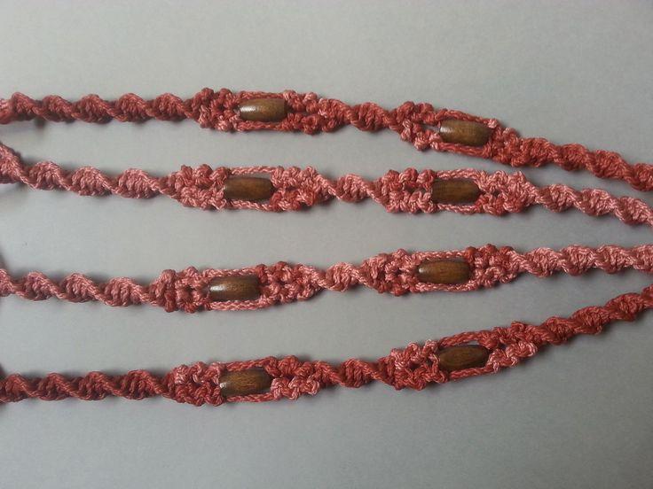 Suspension en macramé nouée à la main faite avec une fibre synthétique de qualité (polyoléfine résistante de 4mm et 2mm pour la fleur et les feuilles) qui apportera une touc - 18430311