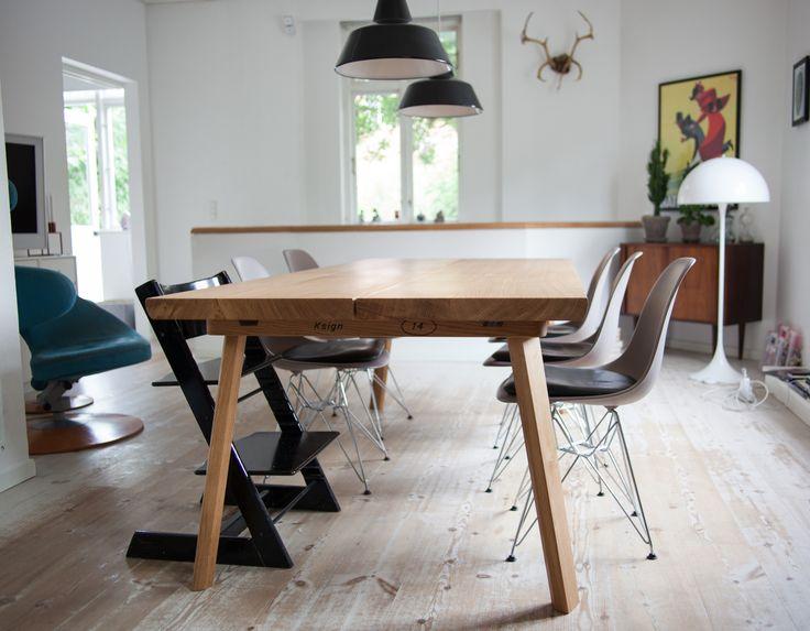 Oakie plankebord leveret og opsat hos kunde i København. Bordet blev leveret i en længde på 220cm og med en ekstra tillægsplade. Læs mere om Oakie her: http://www.ksign.dk/moebler/plankebord-i-egetrae/