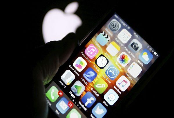 Σας «κατασκοπεύει» το κινητό σας; Δείτε πώς θα προστατευθείτε!