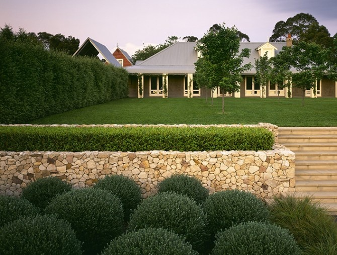 stone wall  Luigi Rosselli Architects: Southern Highlands Homestead