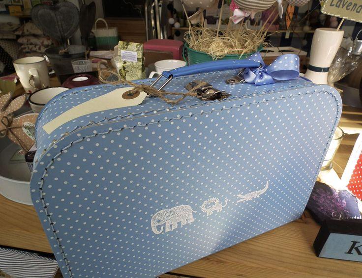 Modrý papírový kufřík s motivy zvířat.  http://www.Niels-Decor.cz