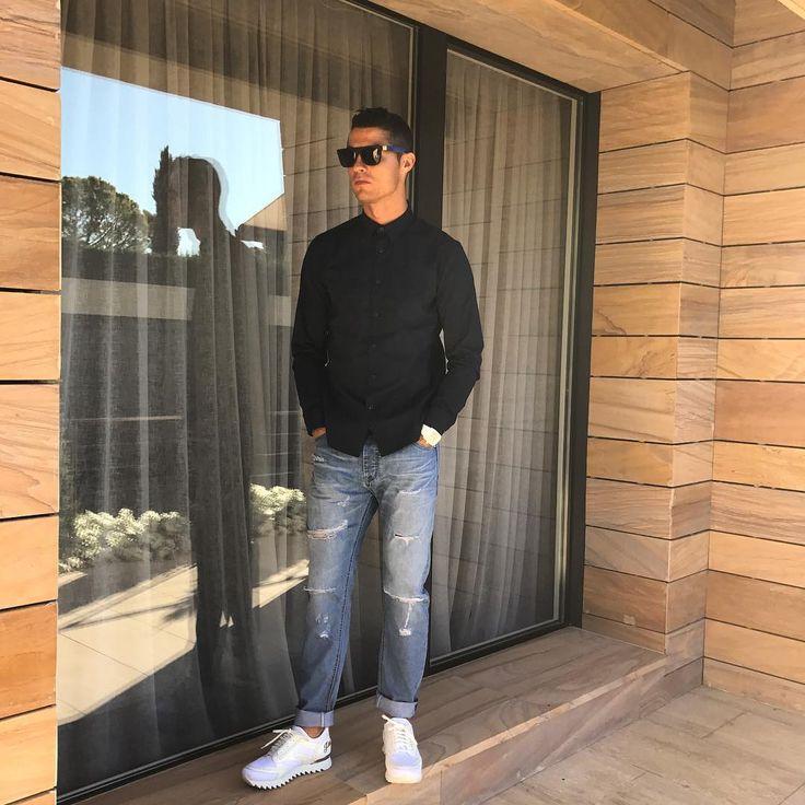 Sledovatelia: 111 mil., sledované: 387, príspevky: 1,985 – Pozrite si fotky a videá používateľa Cristiano Ronaldo (@cristiano) na Instagrame