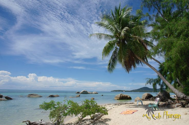 Amazing white beach on the west coast of Koh Phangan in the Gulf of Thailand. Small hidden and quiet beach with some cozy resorts around  #beachholiday #bluesea #kohphangan #islandfeeling http://www.my-kohphangan.com/portfolio/haad-plai-laem/
