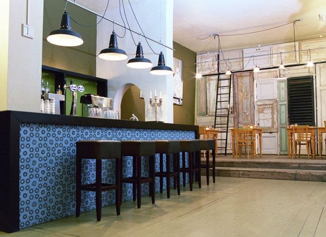 https://i.pinimg.com/736x/e0/ab/a6/e0aba6914f5392bda2c451d406ca8573--cafe-restaurant-restaurant-design.jpg