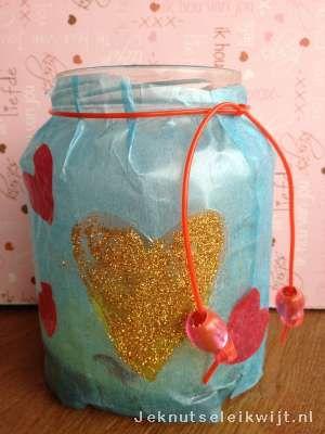 Potjes versieren voor Valentijn