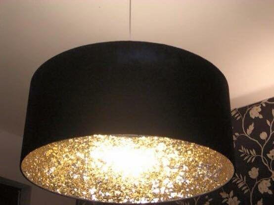 Glitters aan de binnenkant van je lampenkap, leuk voor kerst?!