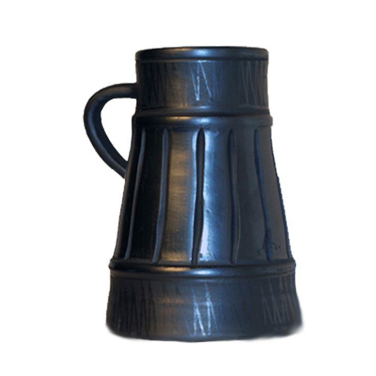 In comuna Marginea, judetul Suceava, olaritul are o traditie de mai mult de 500 ani. In prezent, in Atelierul de la Marginea inca se mai realizeaza piese de lut dupa metoda traditionala.  http://www.ceramicamarginea.ro